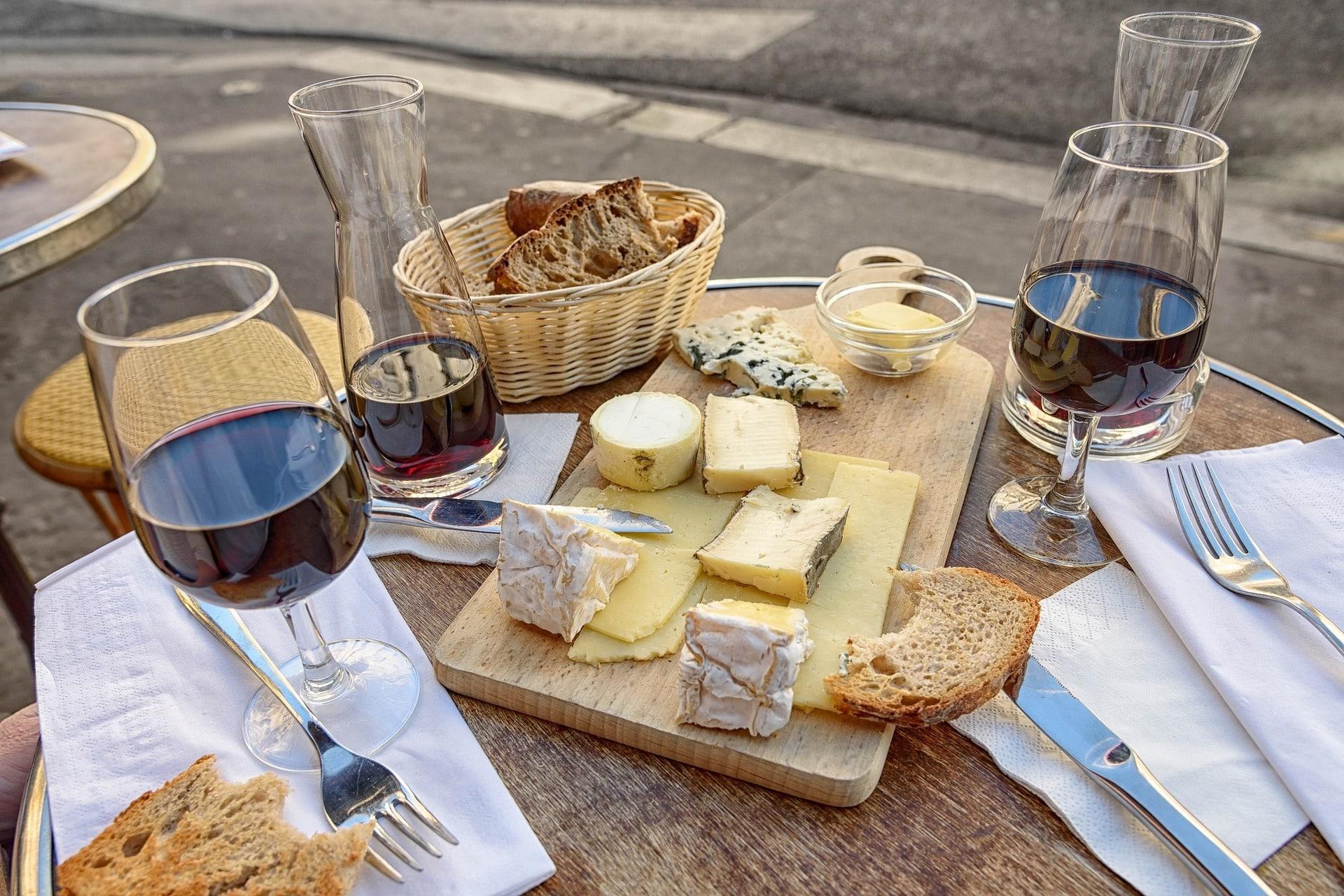 Vino e formaggi: i giusti abbinamenti